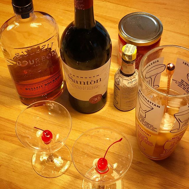 Mixing a most perfect Manhattan with today's discovery: Santòn is an amazing local vermouth by @borgosandaniele